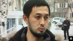 24 декември 2018 г. Алнур Иляшев пред районния съд на Алмати, Казахстан.