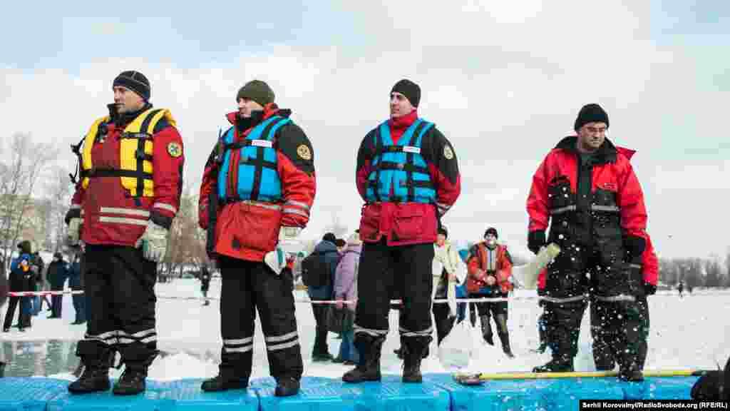 Рятувальники стежать за безпекою