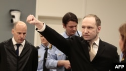 Андерс Брейвик в зале суда. 16 апреля