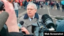 A photoshopped image of U.S. Ambassador to Russia John Tefft allegedly attending an antigovernment rally in Moscow. REN-TV later admitted the image was a fake.
