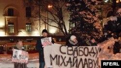 Уладзімер Яроменак (крайні справа) на адной з акцый салідарнасьці