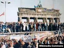 Падіння Берлінського муру, 9 листопада 1989 року