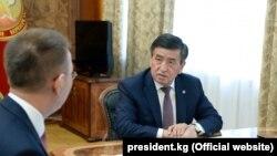 Улуттук банктын төрагасы Толкунбек Абдыгулов президент Сооронбай Жээнбеков менен жолугушууда.