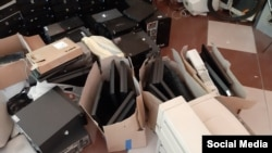 Донирани компјутери, кои потоа Стаменов ги оспособува и ги донира.