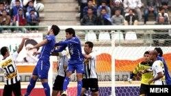 بازی تیمهای استقلال و صبا در ورزشگاه یادگار امام قم