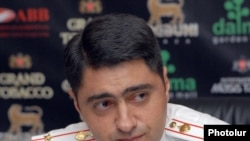 Начальник отдела по борьбе с траффикингом 4-го управления по борьбе с организованной преступностью полиции Армении Тигран Петросян на пресс-конференции, Ереван, 22 июля 2011 г.