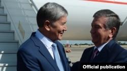 Президенты Кыргызстана и Узбекистана Алмазбек Атамбаев и Шавкат Мирзияев.