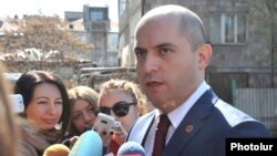 Armenia - Education Minister Armen Ashotian talks to journalists after visiting a school in Yerevan, 4Apr2014.
