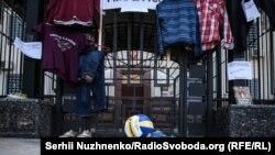 Акція «Маяк – очікування». Активісти під посольством Росії вимагають знайти зниклих кримчан. Київ, 30 серпня 2018 року