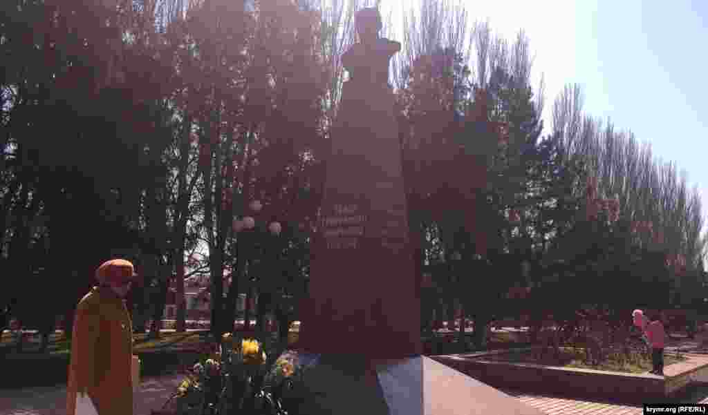 Crimea, Kerch - a monument to Taras Shevchenko, 09Mar2017