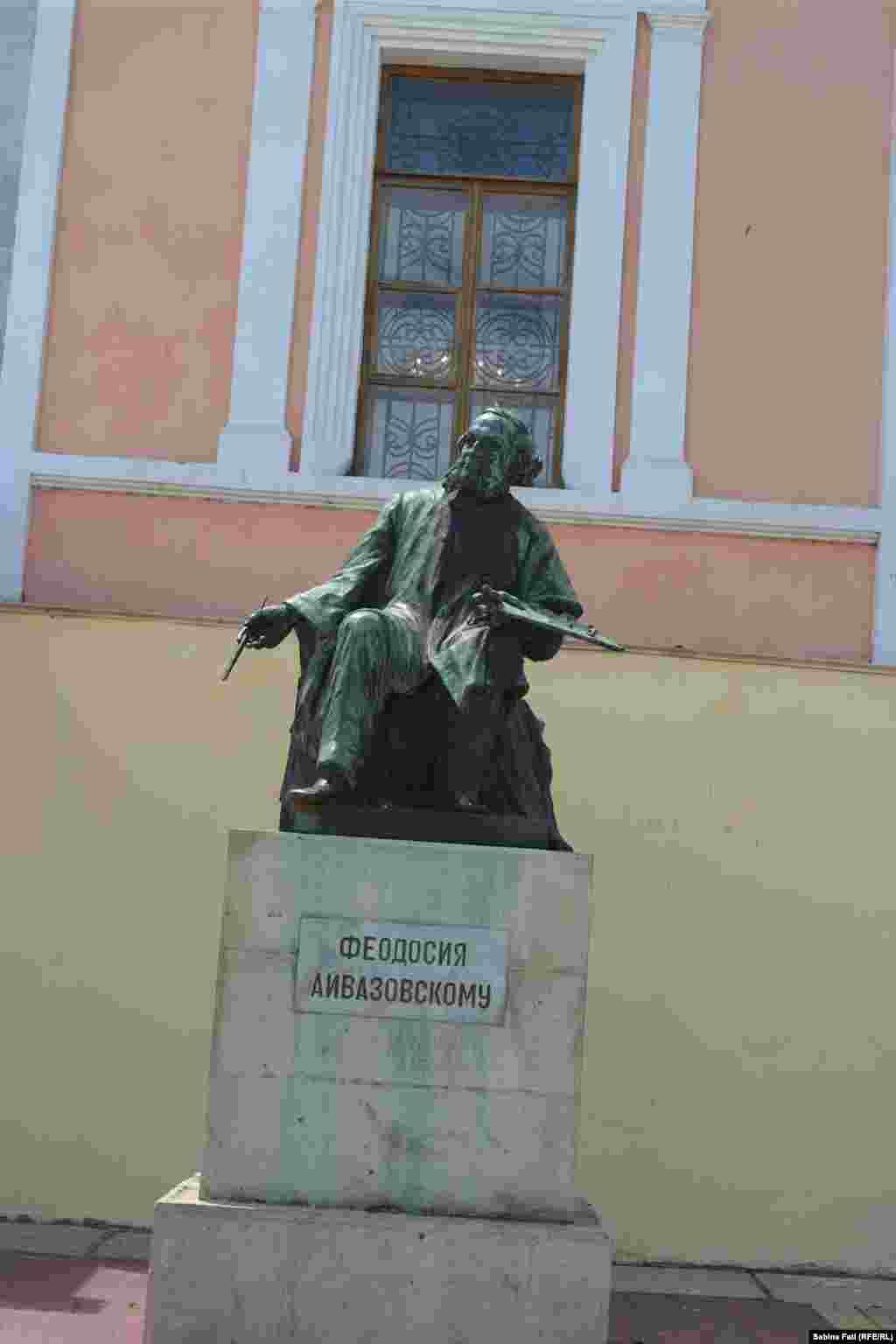 Памятник художнику-маринисту Ивану Айвазовскому