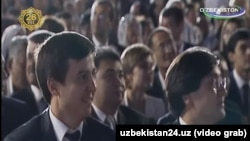 Шавкат Мирзияевтің күйеу балалары Отабек пен Ойбек көрініп қалған видео кадр.