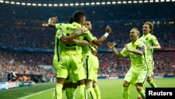 Football - Bayern Munich v FC Barcelona - UEFA Champions League Semi Final Second Leg - Allianz Arena, Munich, Germany - 12/5/15Neymar celebrates with team mates after scoring the first goal for BarcelonaReuters / Kai Pfaffenbach