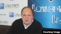 «Փարոս» կամերային երգչախումբի համահիմնադիր, տնօրեն Արմեն Ալավերդյան