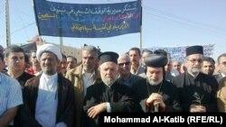 مسيحيون ومسلمون في تشييع ضحايا كنيسة سيدة النجاة.