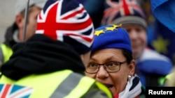 Britaniya parlamenti qarşısında nümayiş, arxiv fotosu