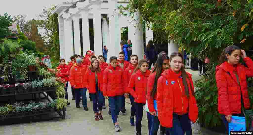 Основні відвідувачі «Балу хризантем» – організовані загони «артеківців»