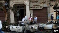Машины, которые были сожжены во время столкновений в Каире 9 октября