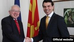 Министерот за надворешни работи на Македонија Никола Попоски и амбасадорот на Кралството Данска задолжен за Македонија Торбен Брил.