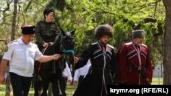 В Симферопольском парке проводится российский казачий обряд «Посажение на коня», 2 мая 2018 года. Архивное фото