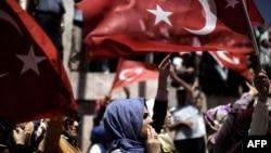 Демонстрация в поддержку президента Эрдогана после попытки переворота в Турции. Стамбул, 19 июля 2016 года.