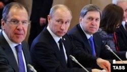 Ushakov (sağda)