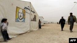 Иорданиямен шекарадағы сириялық босқындар лагері. (Көрнекі сурет).