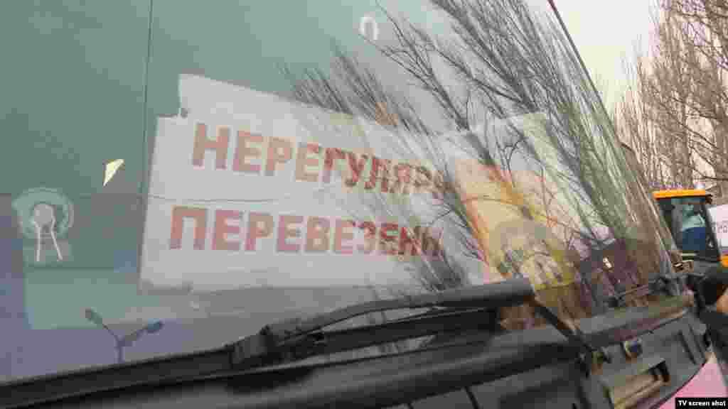 В Государственной службе по чрезвычайным ситуациям заявляют, что из Авдеевки вывезли 77 человек, в том числе 58 детей.