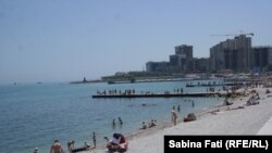 Novorossisk, Rusia 2016: plaja din oraș
