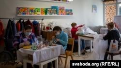 Шыцьцё мэдычных касьцюмаў у Горадзенскім дзіцячым госьпісе
