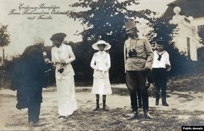 'Ljubljanski, odnosno kranjski državni poglavar Šušteršič slao pismo nadvojvodi Franji Ferdinandu (na fotografiji sa porodicom), gde je pomenuo jedinstvenu Sloveniju, a nije dobio odgovor.'