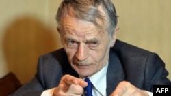 Ukraina prezidentiniñ qırımtatar halqı işlerinden vekâletlisi Mustafa Cemilev