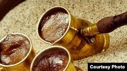 По словам Амирана Гагуа, никакой тайны приготовления кофе на песке нет. Просто надо знать: когда он закипает, его нужно своевременно убрать