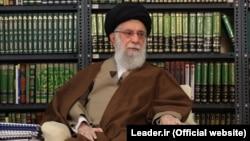 آیتالله خامنهای در جریان سخنان تلویزیونیاش در مورد شیوع ویروس کرونا در ایران