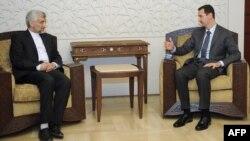 بشار اسد (راست) و سعید جلیلی، نماینده آیتالله خامنهای