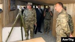 Президент Азербайджана Ильхам Алиев во время посещения воинской части в Агдаме, так называемой Контрольной линии вокруг Карабаха. 6 августа 2014 года.