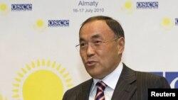 Бывший министр иностранных дел Казахстана Канат Саудабаев. Алматы, 16 июля 2010 года.