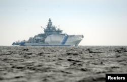 Финский пограничный катер патрулирует территориальные воды у границы с Россией