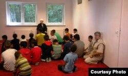На занятиях по основам ислама в Татарском центре в польском городе Гданьск.