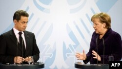 Францускиот претседател Николас Саркози и германската канцеларка Ангела Меркел во Берлин на 9 јануари 2012 година.