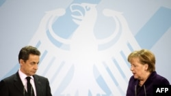 Нікаля Сарказі і Ангела Мэркель на прэсавай канфэрэнцыі пасьля сёньняшняй сустрэчы