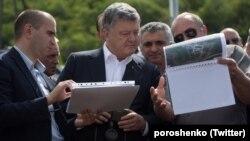 Президент Украины Петр Порошенко (л) и его грузинский коллега Гиорги Маргвелашвили, Тбилиси, 18 июля 2017