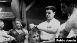 Француженок, родивших детей от солдат Вермахта, помечали, остригая голову