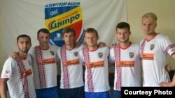 Фото: официальный сайт ФК «Черкасский Днепр». Исраилов первый с слева.