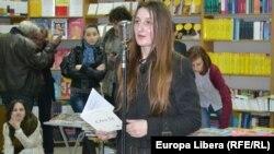 Victoria Margineanu la lansarea cărții ei de versuri