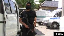 Боец отряда полиции специального назначения в Таразе. Иллюстративное фото.