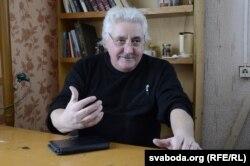 Леанід Ячнёў апавядае пра свае «помнікі сьвіньням»