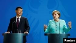 Кинескиот претседател Кси Џинпинг и германската канцеларка Ангела Меркел.