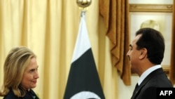 Хиллари Клинтон и Юсуф Раза Гилани на переговорах в Исламабаде