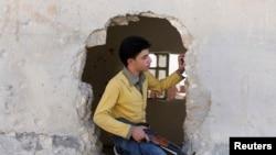 Аллепо маңында соғысып жүрген оппозициялық армия сарбазы. 23 қазан 2013 жыл.